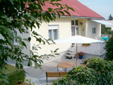 Apartments in private house Szabo. Accommodation in Siofok close to Balaton. Barbecue, terrace, closed parking